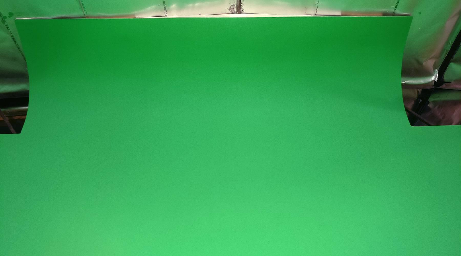 FULLY LIT GREEN SCREEN STUDIO / LOS ANGELES